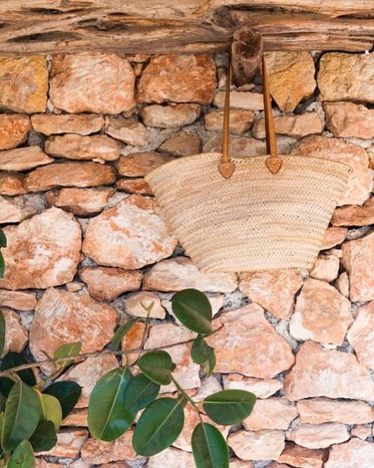 Rustic living /// #mediterranean #living #rustic #stylish #deco #interiors #exteriors #stonewalls #finca #casapayesa #rubbertree #holidayhome #beautiful #details #ibiza #lascicadasibiza #islandlife
