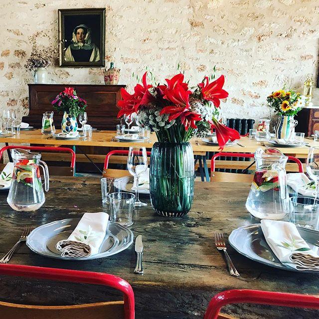 Beautiful Private Lunch with @lagrandebouffe_ibiza 🌺🍴🥂#privateevent #finedining #goodtaste #stylish #rustic #interiors #decoration #styling #lascicadasibiza #cicadascelebrations #ibiza #eventvenue #boutiquevilla