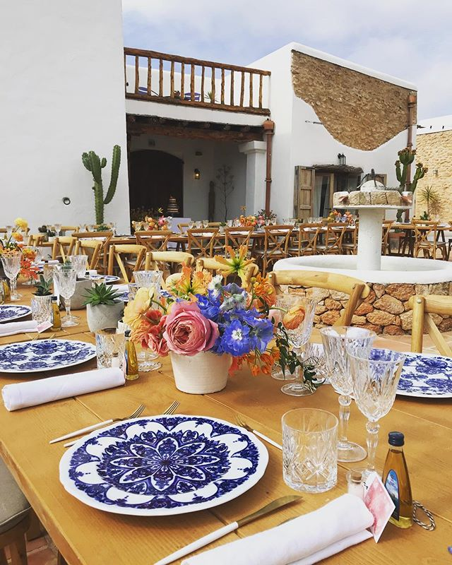 🌸 1st Wedding of 2018 🌸🌼 beautifully styled by @lejourduoui 🌼🌵#may #wedding #weddingseason #ibiza #ibiza2018 #lascicadasibiza #boutiquevilla #eventvenue #privateevent #eventstyling #rustic #stylish #bohemian