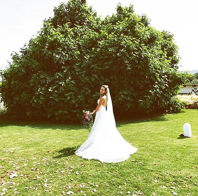 Beautiful Bride 💐 #bride #wedding #ibiza2018 #figtree #garden #boutiquevilla #lascicadasibiza