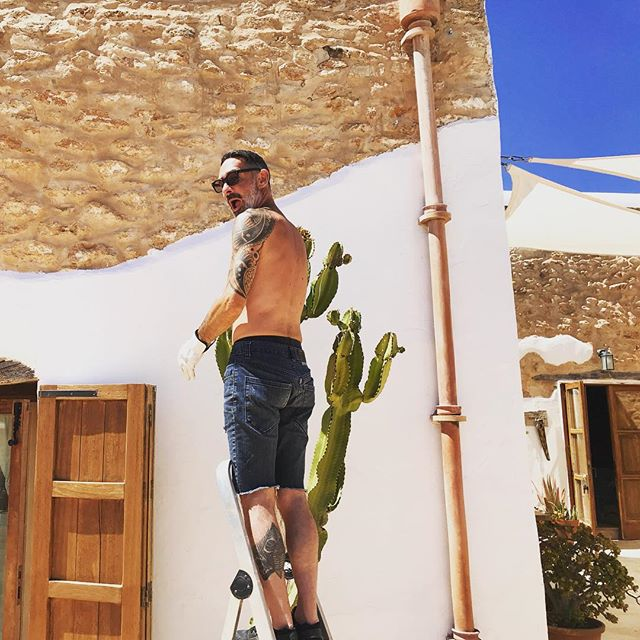🌵Our Cactus getting groomed with love by JDW 👨‍🌾🌵 #cactus #tlc #candelabracactus #everythingtreatedwithlove #mediterranean #garden #ibiza #boutiquevilla #lascicadasibiza