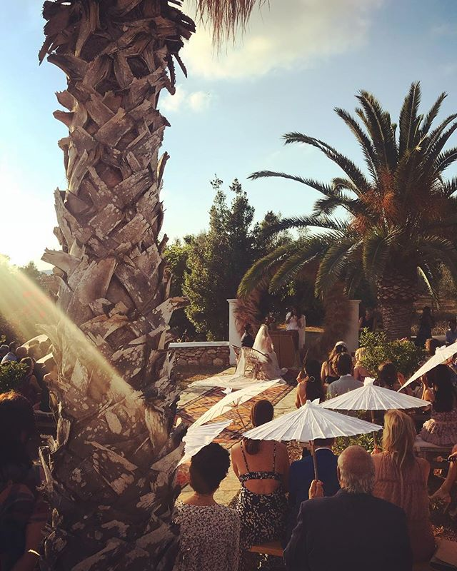 // Intimate Ceremony in the backyard // #countrywedding #june #summer #ibiza #wedding #rustic #chic #stylish #intimate #event #eventstyling #privateevent #ceremony #boutiquevilla #lascicadasibiza