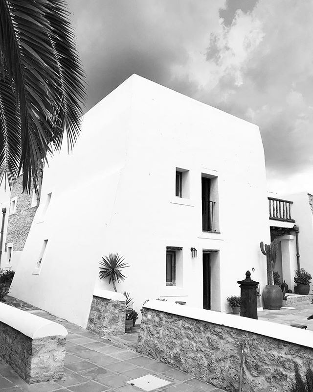 // La Finca Ibicenca // 600 years old // #lascicadasibiza #finca #ibicenca #arquitecture #rustic #farmhouse #ibiza 🖤